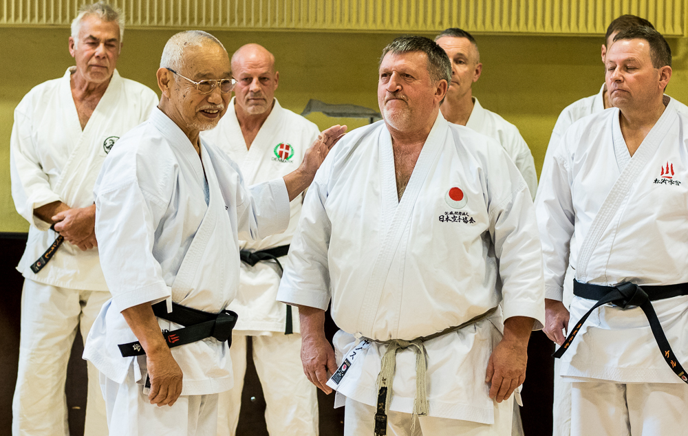 Tanaka sensei præsentede János Krepsz sensei, som er chefinstruktør for JKA Ungarn