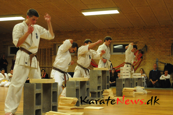 Graduering i IKO Matsushima(Kyokushin).