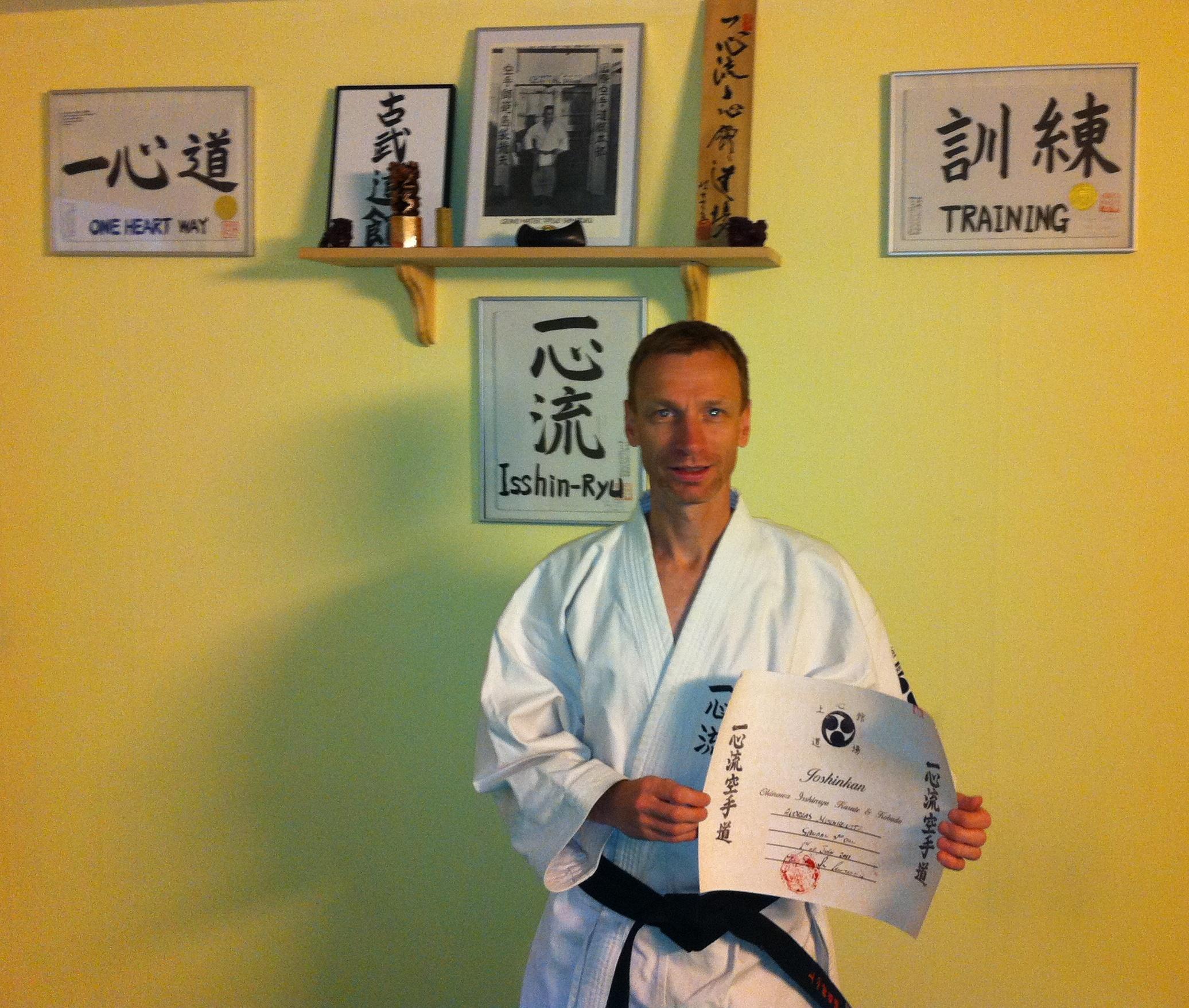 Sandan graduering i Okinawa Isshinryu karate
