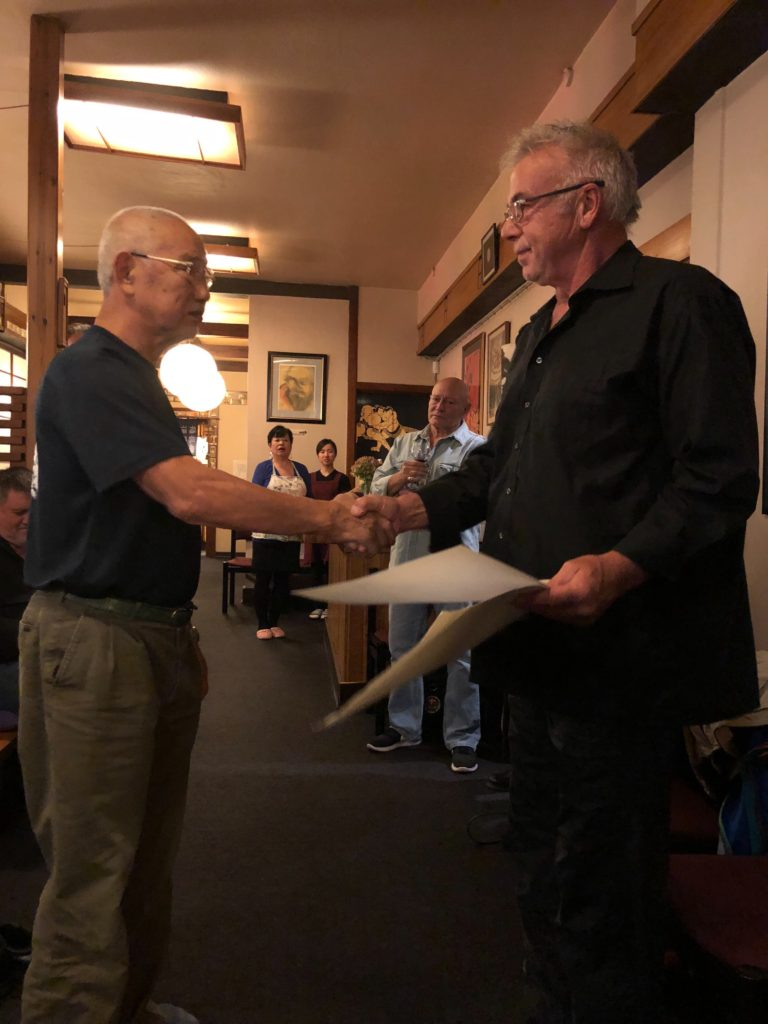 Tanaka sensei tildelte Sven-Ole Thorsen en 5. dan æresgrad i Shotogakusha