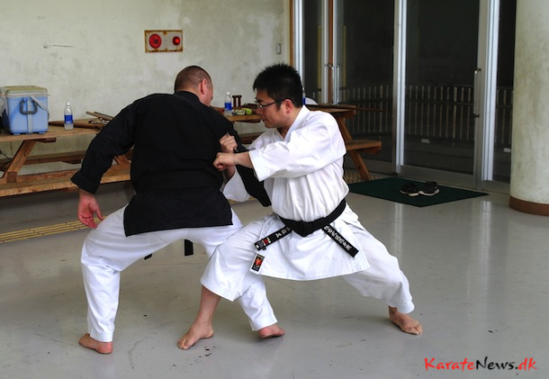 Nagira Sensei viser Bunkai fra Tichu kataen