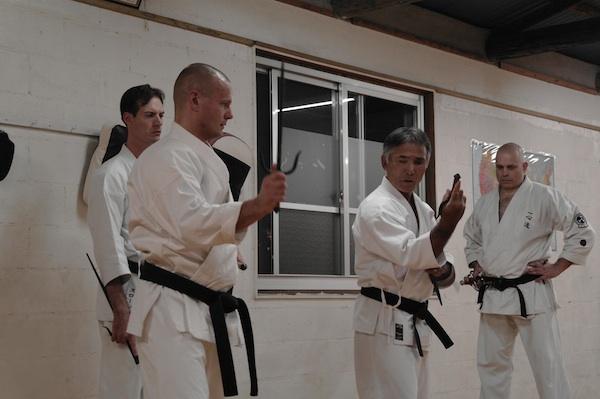Kobudotræning i Misato, Okinawa