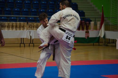 Kæmper nummer 84 er Kaveh Bahrami. Den store kæmper med grønt bælte er Oliver Krogstrup.