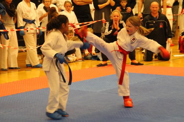 Sådan! Dansk Karate Forbund! DM for børn 2011