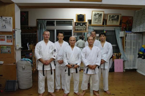 Træning I Shinzato Dojo, Yonabaru, Okinawa