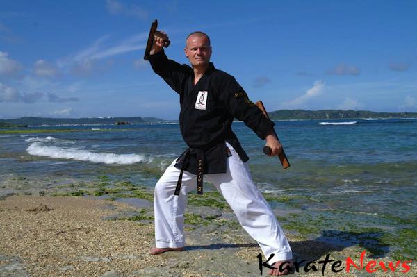 Træning i Tokushinryu Kobudo So-Honbu dojo – Okinawa, Juni 2013